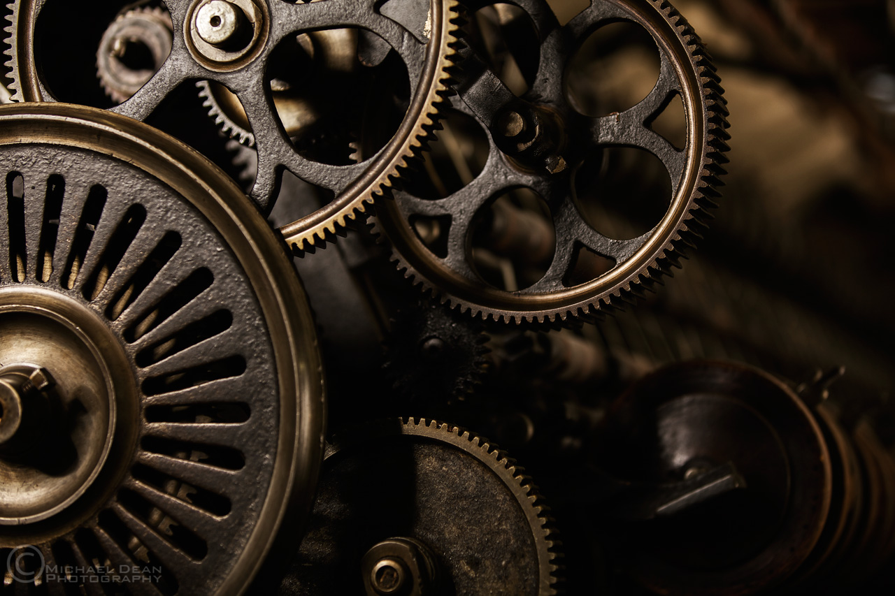 Gears of a weaving machine